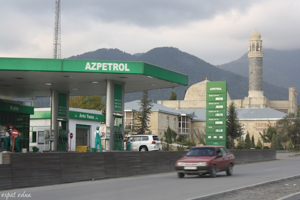 http://expatedna.com/wp-content/uploads/2012/11/Gas-prices-in-Azerbaijan.jpg