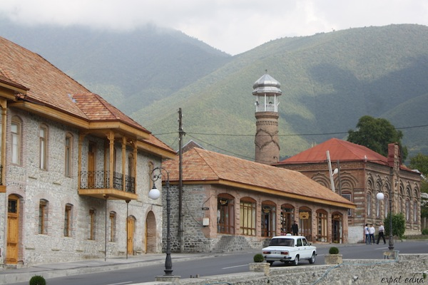 http://expatedna.com/wp-content/uploads/2012/11/The-streets-of-Sheki.jpg