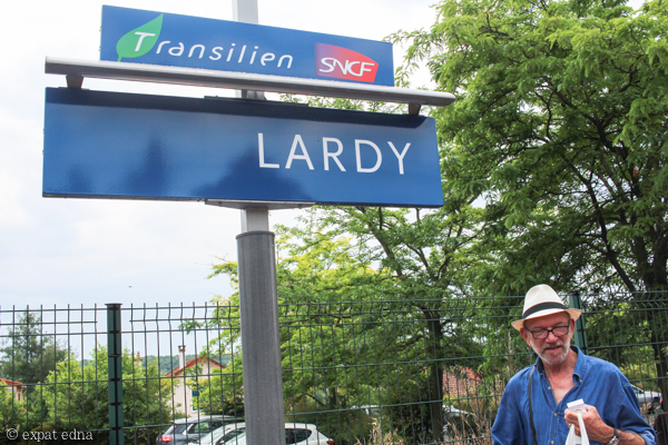 Lardy RER station by Expat Edna