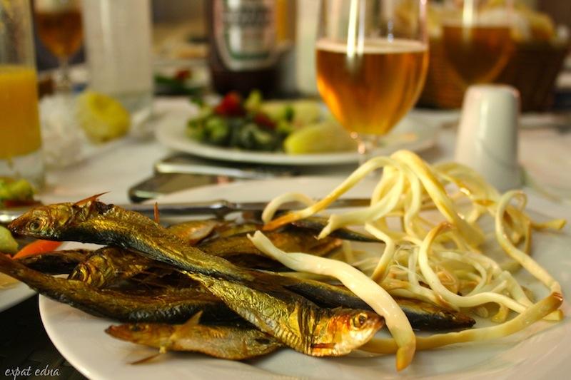 http://expatedna.com/wp-content/uploads/2012/10/5-beer-snacks-Caspian-fish-and-smoked-cheese.jpg