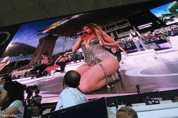http://expatedna.com/wp-content/uploads/2012/12/Jennifer-Lopez-performing-in-Baku.jpg