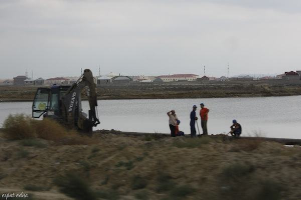 http://expatedna.com/wp-content/uploads/2012/12/construction-workers.jpg
